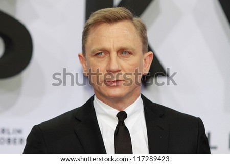 "BERLIN, GERMANY - OCTOBER 30: actor Daniel Craig attends the Germany premiere of James Bond 007 movie ""Skyfall"" at the Theater am Potsdamer Platz on October 30, 2012 in Berlin, Germany"