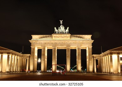 Berlin: illuminated Brandenburg Gate