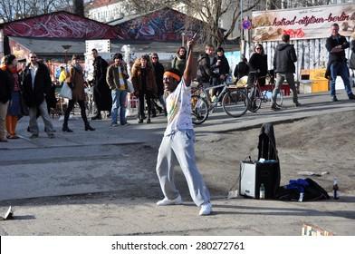 BERLIN March 1st: Unidentified street artist on the BOXAGENGER PLATZ (flea market) on March 1 2015 in Berlin, Germany.