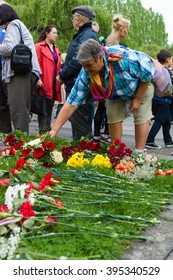 BERLIN - MAY 08, 2015: Victory in Europe Day. Treptower Park. Laying flowers at the monument to Motherland.