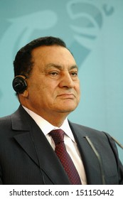 BERLIN - MAY 10: Egyptian President Hosni Mubarak  during a meeting with the German Chancellor in the German Chanclery in Berlin, MAY 10, 2006.