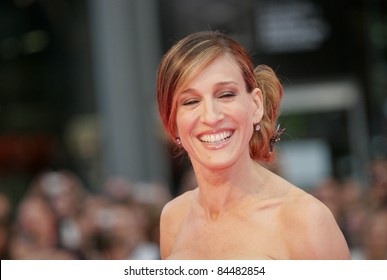 BERLIN - MAY 15:  Sarah Jessica Parker attends the German premiere of 'Sex And The City' at the Cinestar movie on May 15, 2008 in Berlin, Germany.