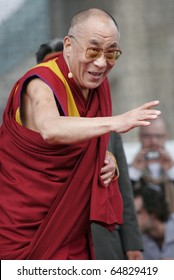 BERLIN - MAY 19 : The Dalai Lama speaks to his supporters  at the Brandenburger Gate in Berlin, 19.05.2008