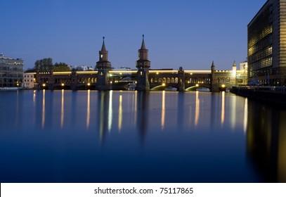 berlin oberbaumbruecke bridge by night