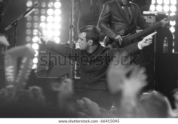 BERLIN - OCTOBER 23: Robbie Williams performs at his surprise concert in front of the Max-Schmeling-Halle in Berlin. October 23, 2009 in Berlin, Germany