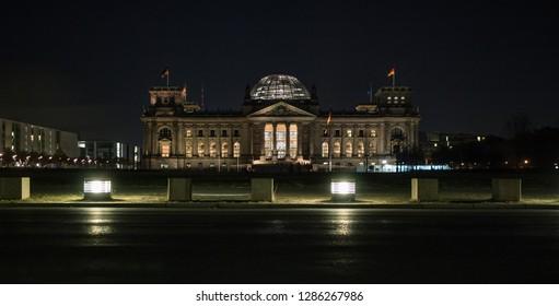 Berlin Reichstag / Bundestag at night
