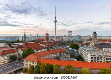 Berlin skyline tv tower townhall Germany city town