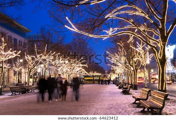 Berlin unter den Liinden mit Weihnachtsbeleuchtung