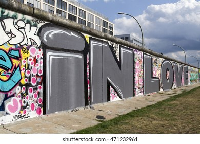 Berlin Wall with graffiti of love  'Berliner Mauer'