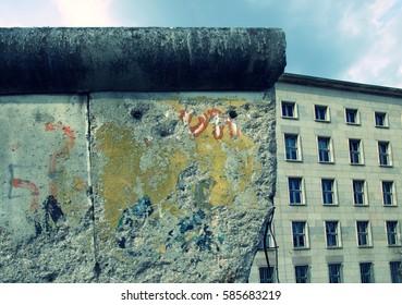 berlin wall and treasury