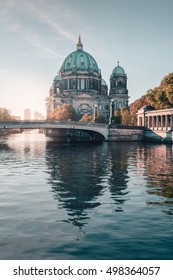 Berliner Dom in der Herbstsaison