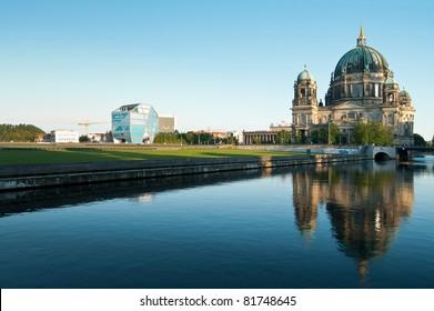 Berliner Dom und Humboldt-Box
