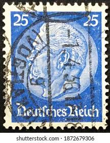 Berlino, circa 1934: Used Deutsches Reich postage stamp depicting Paul von Hindenburg (1847-1934), 2nd President in a medallion.