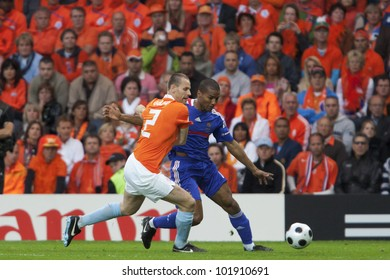 BERN, SWITZERLAND - JUNE 13:  Andre Ooijer of Holland (L) defends against Florent Malouda of France (R) during a Euro 2008 match June 13, 2008 in Bern, Switzerland.  Editorial use only.