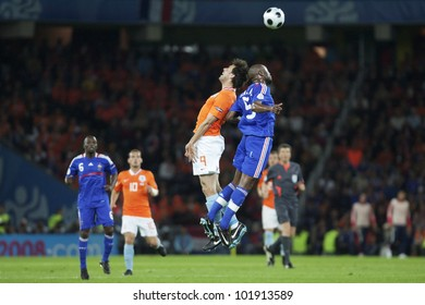 BERN, SWITZERLAND - JUNE 13:  Ruud van Nistelrooy of Holland (L) jumps for a header against William Gallas of France (R) during a Euro 2008 match on June 13, 2008 in Bern, Switzerland.  Editorial only