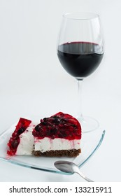Berry cake with red wine
