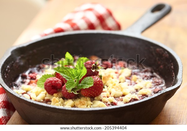 Berry crumble with fresh strawberry and raspberry