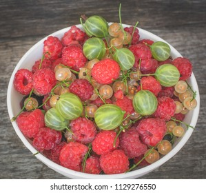 berry platter in a plate