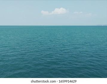 Beryozovoe vast sea, the horizon and the cloud