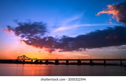 Best place to watch the sunset - Long Bien Bridge