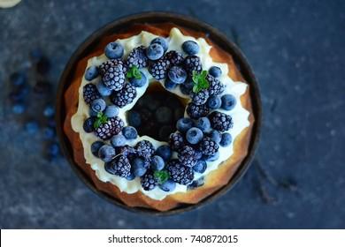 BEST-EVER Bundt CAKE with MASCARPONE and black forest fruits