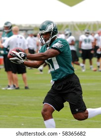 BETHLEHEM, PA - AUG 2:  Philadelphia Eagles wide receiver #17 Kelley Washington practices at the Eagles training camp held August 2, 2010 at Lehigh University in Bethlehem, Pennsylvania