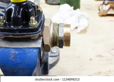between the benchfix with coupling for water with hemp and pipe wrench