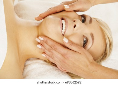 Beutiful young woman relaxing at the spa