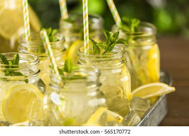 Beverage tray with with iced tea with citrus.