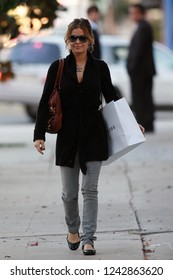 Beverly Hills, CA, USA, 11-27-2006 Carmen Electra out shopping on Roberton drive in Beverly Hills.