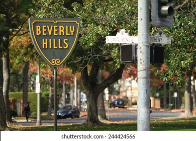 BEVERLY HILLS, CALIFORNIA - NOV 10 2014: The famous Beverly Hills symbol and sign on the corner of Santa Monica Blvd. and Doheny.