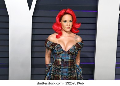 BEVERLY HILLS - FEB 24: Halsey at the 2019 Vanity Fair Oscar Party at The Wallis Annenberg Center for the Performing Arts on February 24, 2019 in Beverly Hills, CA