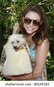 BEVERLY HILLS - JUN 14: Maria Menounos at Reality Cares presents 'The Dogs Next Door', a Hollywood Celebrity Benefit at a private estate in Beverly Hills, California on June 14, 2008