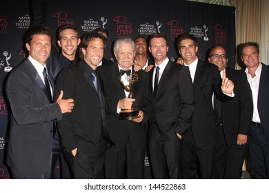 BEVERLY HILLS - JUN 16: 'Days of our Lives' cast and producers with the Outstanding Drama Series award at the 40th Annual Daytime Emmy Awards on June 16, 2013 in Beverly Hills, California