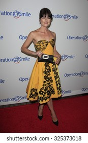 BEVERLY HILLS - OCT 2: Selma Blair at the Operation Smile's 2015 Smile Gala  on October 2, 2015 at the Beverly Wilshire Four Seasons Hotel in Beverly Hills, CA.