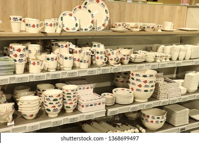 """Beverwijk, the Netherlands - october 26th 2018: Boerenbont crockery on display in interior decoration shop. Boerenbont is a pattern used on pottery from the Netherlands. """"Boer"""" means farm, bont a mix"""