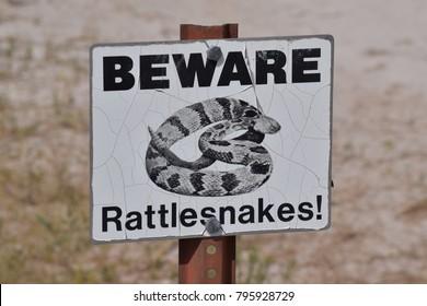 Beware rattlesnakes sign.