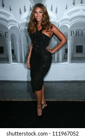 Beyonce Knowles at the Giorgio Armani Prive Show to celebrate the Oscars. Green Acres, Los Angeles, CA. 02-24-07