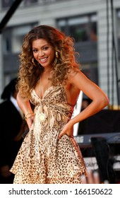 Beyonce on stage for ABC Good Morning America Concert with Beyonce, Times Square, New York, NY, September 08, 2006