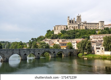 Beziers (Herault, Languedoc-Roussillon, France), panoramic view with the cathedral and the bridge
