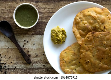 Bhedawi puri or Ural dal puri is a hint of unusual flavours like urad dal, fennel seeds and kalonji.