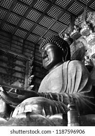 Bhudda statue, black and white