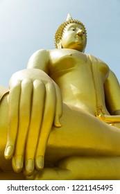 ็Huge Bhudda Statue at Muang Temple Angthong