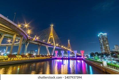 """Bhumibol Bridge, Turn on the lights in many colors at night. Thai translation: the name of the bridge over the pillar """"Bhumibol Bridge 1"""""""