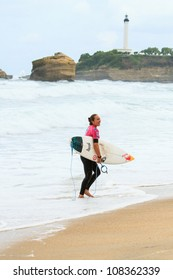 BIARRITZ, FRANCE - JULY 14: Carrissa Moore defeats Laura Enever during the 4th quarter final at the women's pro championship Roxy Pro July 14, 2012 in Biarritz, France.
