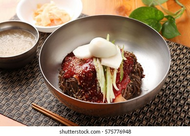 bibim naengmyeon, Chilled Buckwheat Noodle Soup with red paste, korean cold noodles