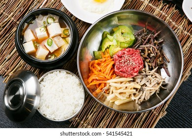 Bibimbap is  korean traditional food. anyway very famouse international food.