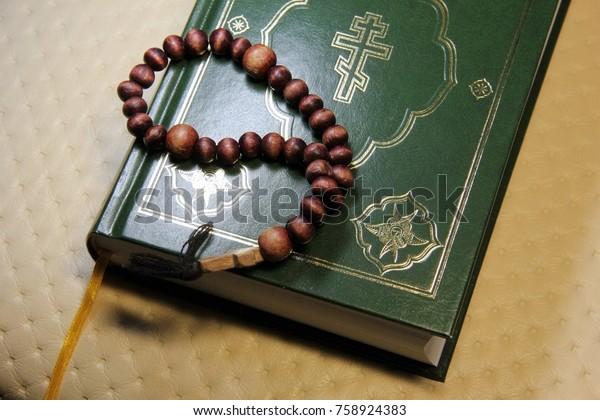 bible-wooden-prayer-beads-600w-758924383