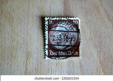 Bicester, Oxfordshire, UK 13.10.2018 - German Empire 1933 Paul von Hindenburg 10pfg Used / Franked Old Postal Stamp