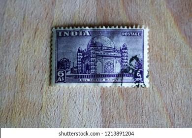 Bicester, Oxfordshire, UK 13.10.2018 - India 1949 Gol Gumbad Bijapur 6A Used / Franked Old Postal Stamp
